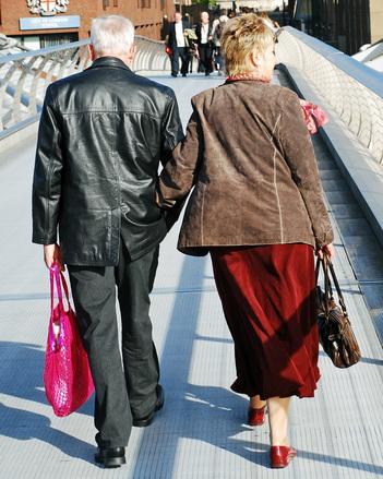 גישור זוגי לקשישים ידועים בציבור